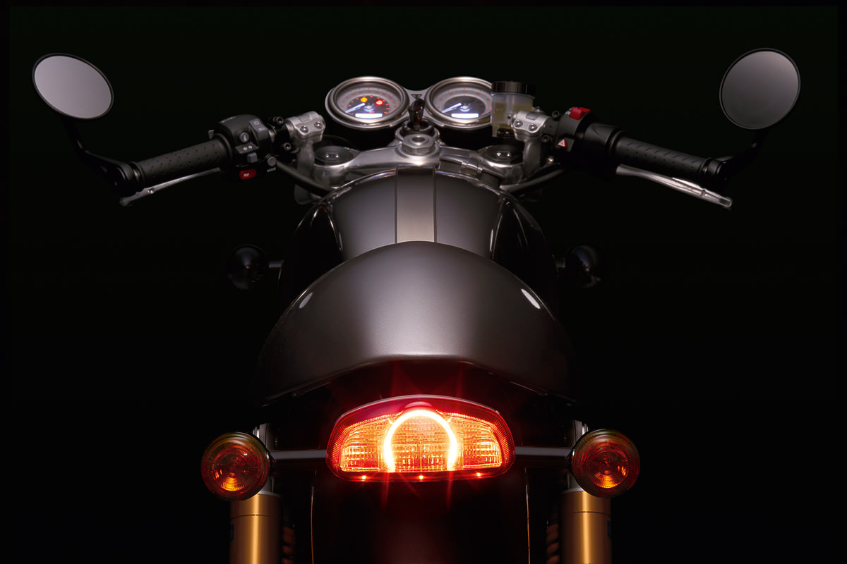 new-triumph-bonneville-thruxton-r-11