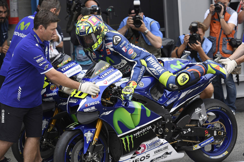 motogp-teams-to-send-riders-dashboard-messages-during-races-rossi-2