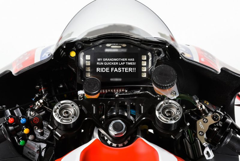 motogp-teams-to-send-riders-dashboard-messages-during-races_0