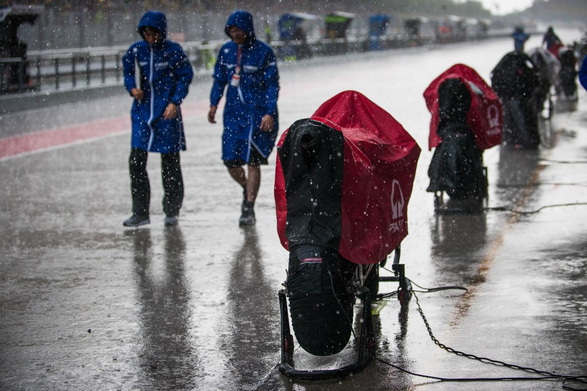 rainy-pit-lane.gallery_full_top_lg